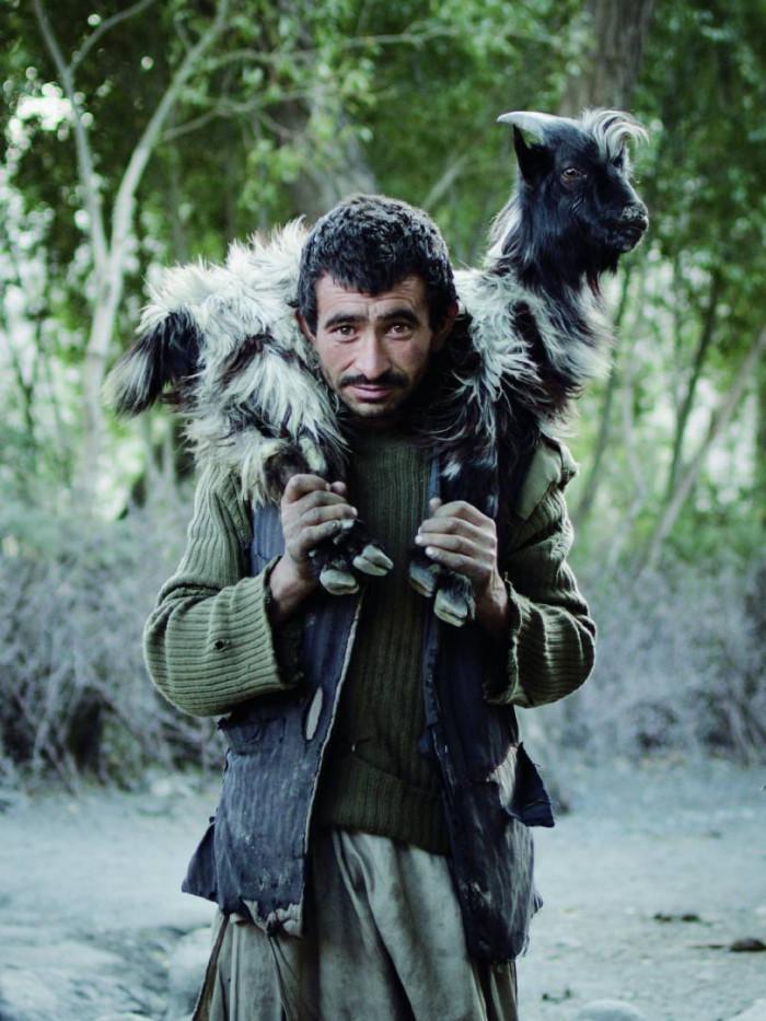 Afganiczyk z kozą - Afganistan, Azja