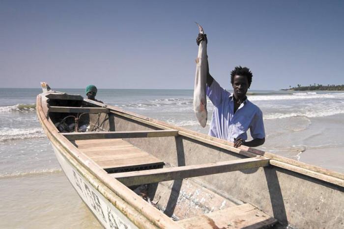 Rybak ze zdobyczą / Senegal